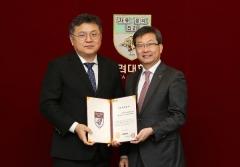 이호준 원장, 고대의료원에 의학발전기금 1억 원 기부