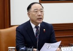 """홍남기 """"마스크 최고가격제 논의대상 아니다"""""""