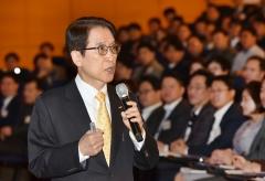신창재 교보생명 회장, CEO 22년…'풋옵션 분쟁' 해결 과제