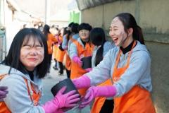 한화생명 청소년봉사단, 강원 폐광지역서 연탄배달 봉사