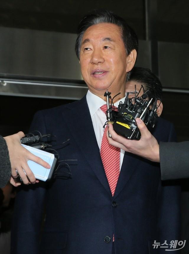 [NW포토]'무죄선고'에 밝은 표정으로 답하는 김성태 의원