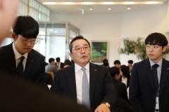 """구자열 LS그룹 회장 """"신입사원들, 30년뒤 목표 세우라"""" 당부"""