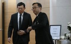 故 신격호 롯데그룹 명예회장 빈소 나서는 신동빈 회장