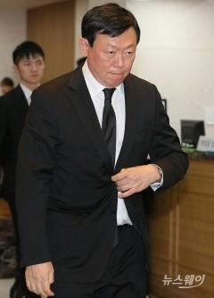 故 이한동 전 총리 조문한 신동빈 회장···현장 경영 행보도 지속