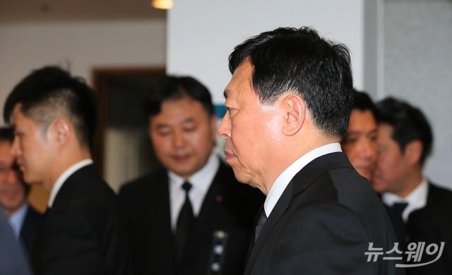 [NW포토]신격호 회장 빈소 들어서는 신동빈 롯데 회장