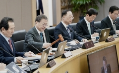 문 대통령 주재 국무회의…유치원3법공포안 등 23건 의결