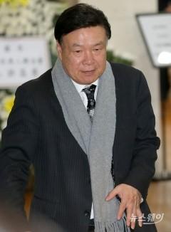 조문 마치고 나서는 홍수환 권투위원회 회장