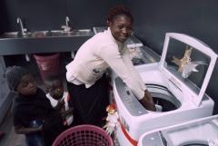 LG전자, 나이지리아에 정전 걱정 없는 무료 세탁방 열어
