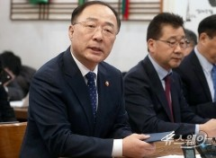 """홍남기 """"2차 재난지원금 찬성안해…더 어려운 계층에 써야"""""""
