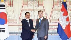 문 대통령, 훈센 캄보디아 총리 면담…양국 협력 강화 약속