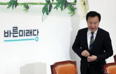 """손학규 """"셀프제명, 거대양당 편입을 위한 것"""""""