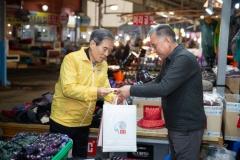 서부발전, '코로나19'로 침체된 지역경제 살린다...태안사랑 상품권 전달