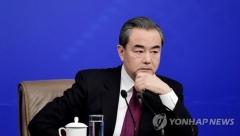 """왕이 """"중국, 코로나19에도 미중 무역합의 이행할 것"""""""