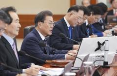 문 대통령, 국무회의서 '기초연금법 개정령안' 등 의결