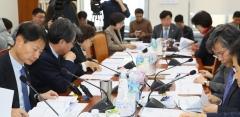 국회 복지위 법안소위, '코로나 대응 3법' 통과