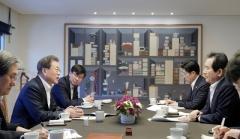 """코로나19 확산에 '총선 연기' 가능성 제기…청와대 """"검토된 바 없다"""""""