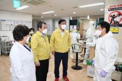 김충섭 김천시장, 코로나 전담병원 격려 방문