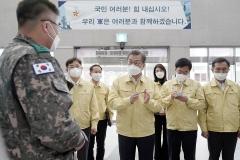 문 대통령, 대전서 軍 코로나19 방역·의료 지원 격려