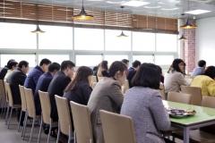 """인천시교육청 """"이렇게 식사해요""""...구내식당 일렬로 앉기"""