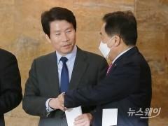 """이인영, '추경 증액' 회동 제안…심재철 """"예결위서 논의"""""""
