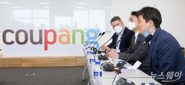 김범석 쿠팡 대표, '마스크 매점매석· 끼워팔기' 부당행위 강력조치