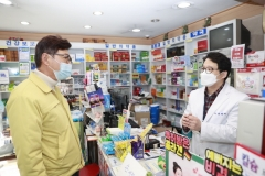 김철우 보성군수, 코로나19 공적마스크 판매 약국 점검