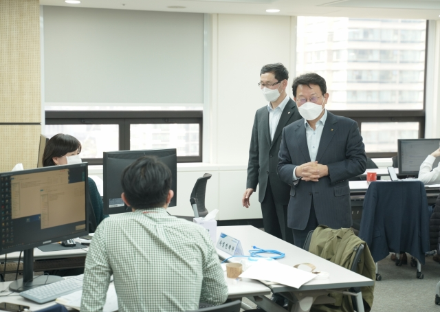 김광수 농협금융 회장, '코로나19' 대체사업장 찾아 직원 격려