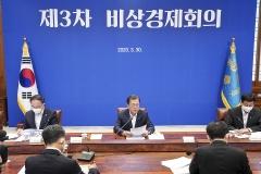 """文 대통령 """"긴급재난지원금 신속 집행""""…5월중 지급 추진"""