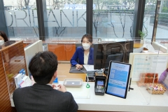 우리은행, 全영업점에 코로나19 감염 예방 칸막이 설치