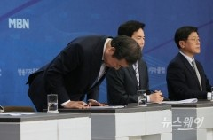 [NW포토]인사하는 이낙연 상임공동선대위원장