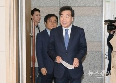 [NW포토]토론회 참석하는 이낙연 선대위원장