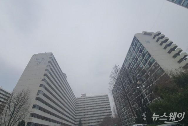 [현장에서]은마, 총선 후 2억 '뚝'···강남 재건축 '패닉'