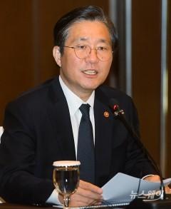 발언하는 성윤모 장관