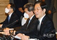 """성윤모 장관 """"조선업, 수주절벽 우려…추가 대책 검토"""""""