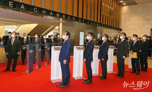 [NW포토]규제샌드박스 지원센터 영상 시청하는 참석자들
