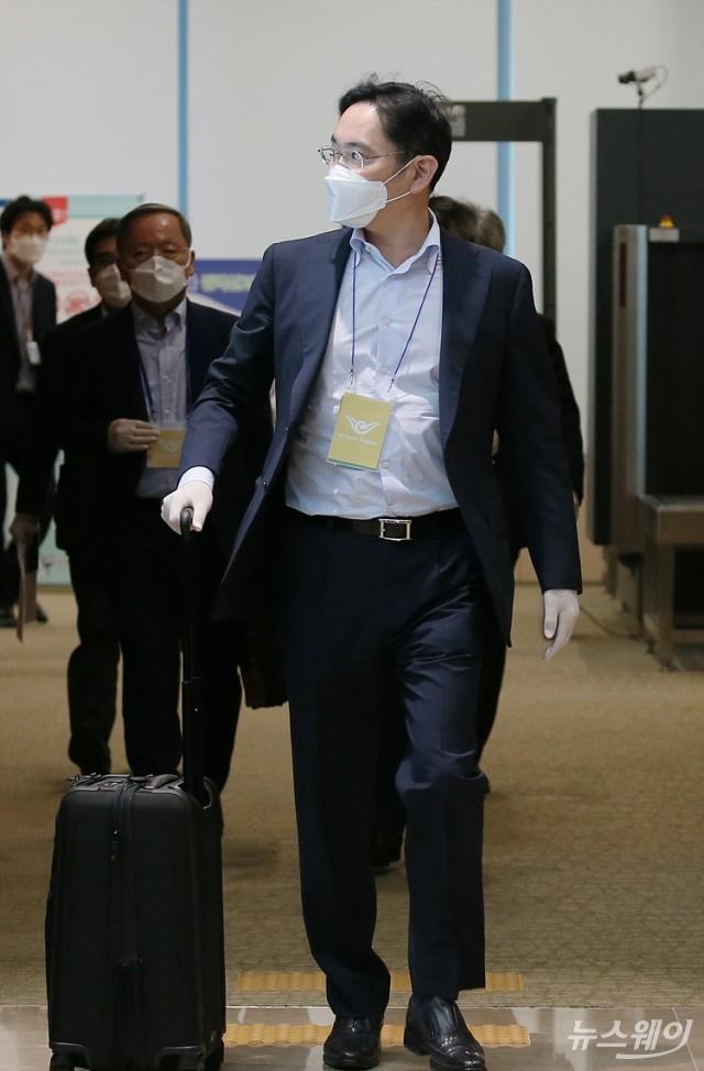 [NW포토]이재용 삼성전자 부회장, 중국출장 마치고 귀국