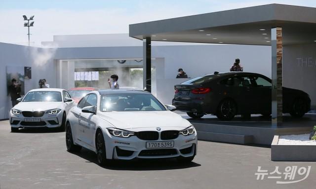 [NW포토]'BMW 신형 THE 5 & THE 6 세계최초공개'…놀이공원 '사파리' 관람하듯 '드라이브스루'