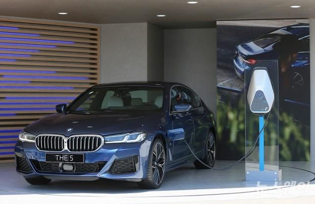 [NW포토]BMW, 플러그인 하이브리드 530e 공개