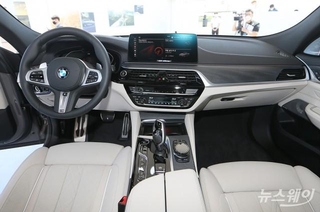 세계최초로 공개된 BMW 신형 5시리즈와 내부 인테리어