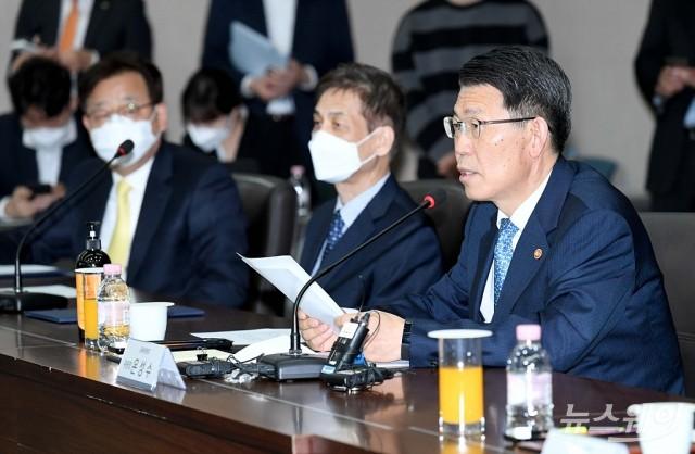 [NW포토]은성수 금융위원장, '기간산업안정기금 출범식' 축사