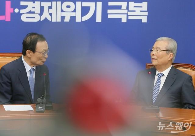 대화 나누는 이해찬 대표와 김종인 비대위원장