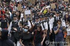 """미국 민주당 """"'목 누르기' 금지 등 경찰 개혁안 추진"""""""
