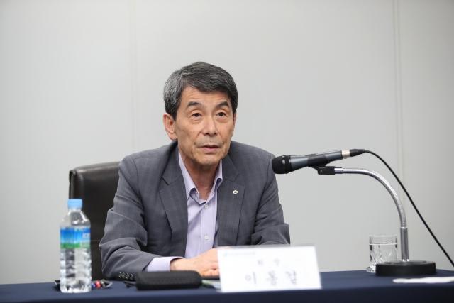 [현장에서]이동걸 마음 꿰찬 박정원 두산그룹 회장
