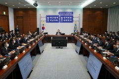 문 대통령, 민생안정·국난극복 위한 반부패개혁 정책 살펴