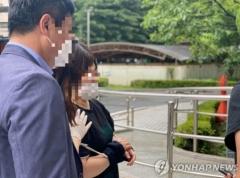 '지하철 마스크 난동' 40대 여성, 법원 출석…영장실질심사 진행