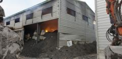김해 창고 화재 13시간째 진압···알루미늄 폐기물 700t 타는 중