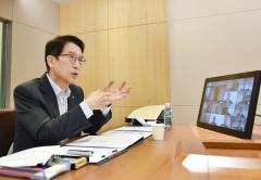 """신창재 교보생명 회장 """"코로나19 계기 디지털 전환 가속화"""""""