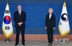 강경화 외교부 장관 만난 스티븐 비건 미 국무부 부장관