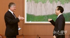 스티븐 비건-이도훈, 무엇이 걸린 회담?…'가위·바위·보' 누가 이길까