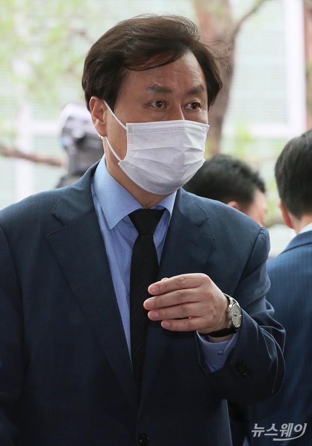 故 박원순 서울시장 빈소 들어서는 도종환 의원